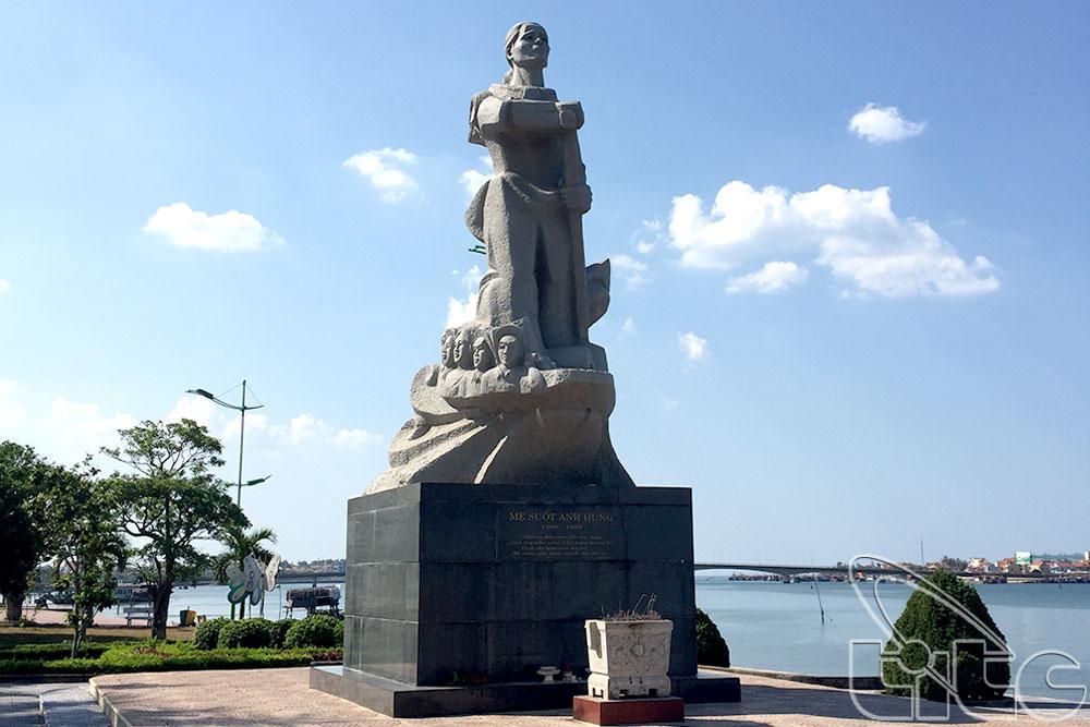 Tượng đài mẹ Suốt anh hùng - Tác giả: Phạm Minh Hoàng