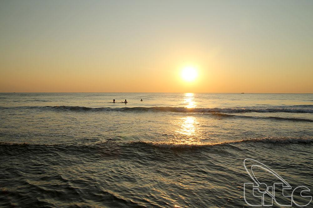 Biển Nhật Lệ - Tác giả: Nguyễn Đức Hùng