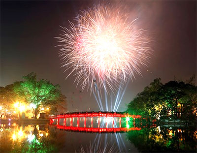 Ha Noi to launch fireworks at five places on April 30th