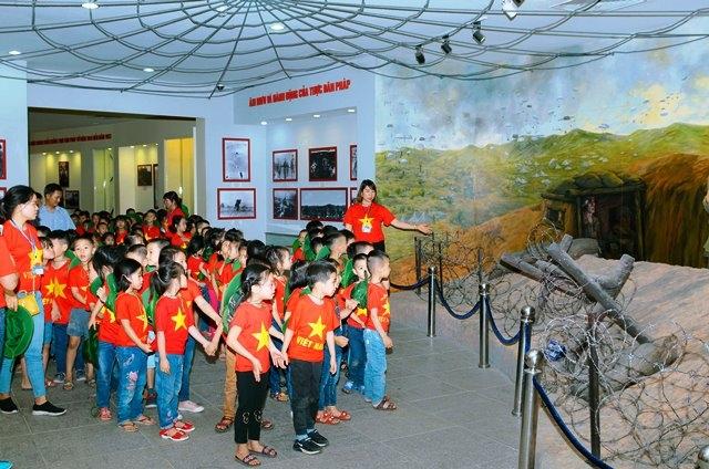Miễn thu phí tham quan bảy điểm di tích ở Điện Biên